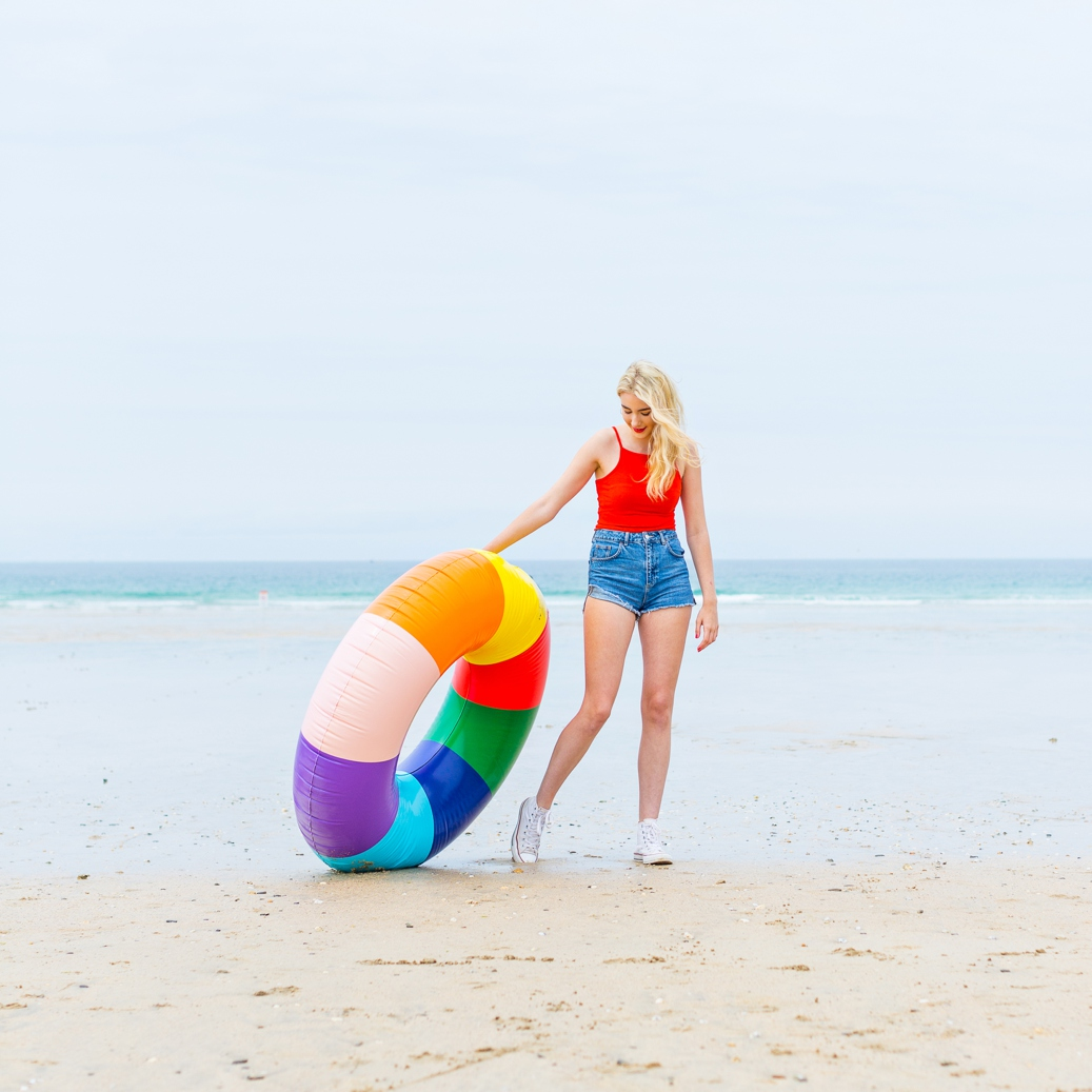Colourful beach lifestyle photography. Cornwall photography & styling by Marianne Taylor.