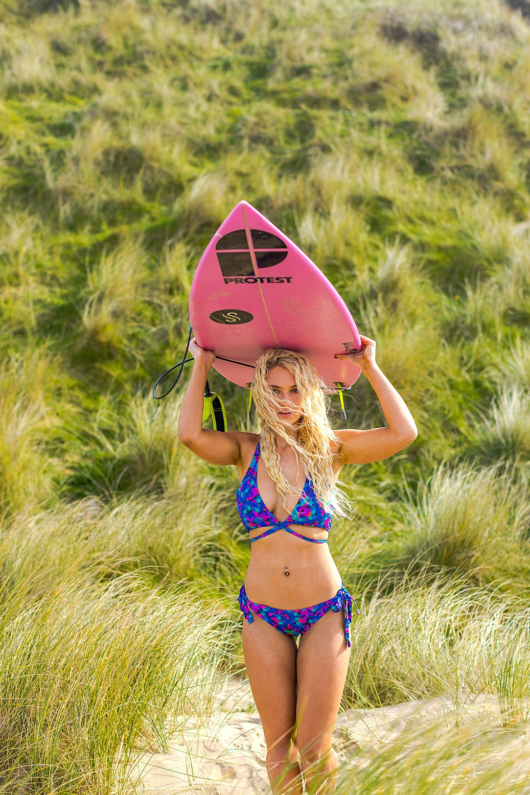 Lifestyle photography & content creation for Thrive Swimwear. Product photography & styling by Marianne Taylor. Model Lucie Rose Donlan.