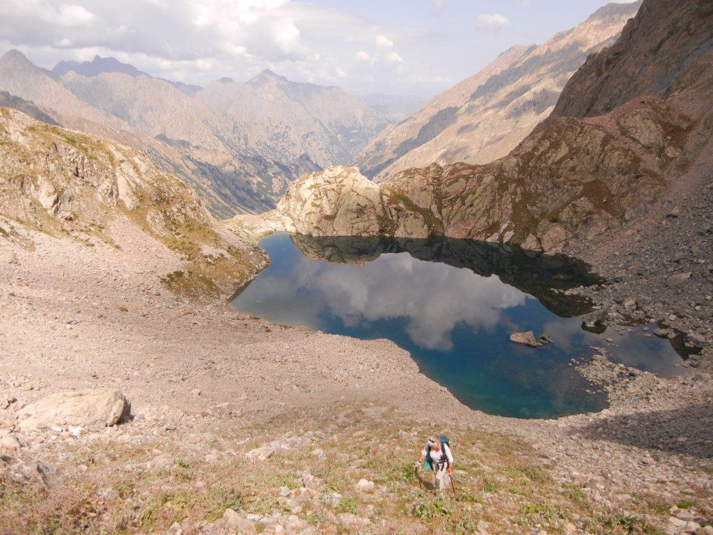 De beklimming van Lago Bianco naar Pas de l'Agnel. Maar een zware klauterpartij met grote rotsblokken, moest dan nog komen.