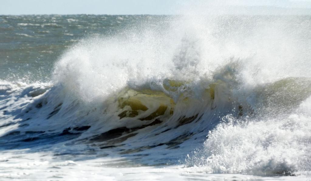 Waves crashing to illustrate the feeling of grief after miscarriage