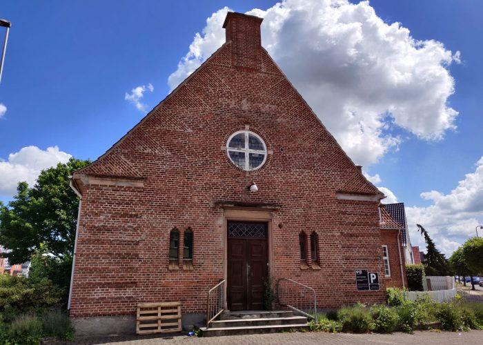 kirke udefra 6