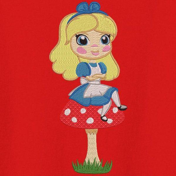 Alice sul suo disegno di ricamo a macchina dei funghi
