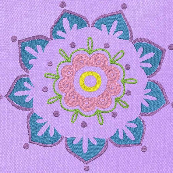 fleur mandala Motif de broderie machine d'une belle fleur mandala adaptez les couleurs à vos goûts pour une belle création cadre 13 x 18 / 20 x 20 Formats des fichiers PES,CSD,EXP,HUS,SHV,VIP,XXX,DST,PCS,JEF,VP3,EMB… Téléchargement immédiat après votre paiement