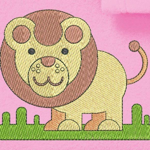 Ricamo a macchina di un piccolo leone o piuttosto di un cucciolo di leone che cammina nella savana.