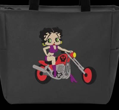 贝蒂娃娃在她的摩托车上