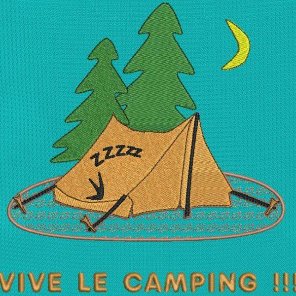 vive le camping . Motif de broderie machine «vive le camping » qui représente une tente dressée en plein milieu de la forêt avec ,à l'intérieur ,un campeur qui dort après une longue marche. cadre 13 x 18 /20 x 20. Formats des fichiers PES,CSD,EXP,HUS,SHV,VIP,XXX,DST,PCS,JEF,VP3,EMB… Téléchargement immédiat après votre paiement.