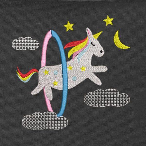 unicorno tra le nuvole