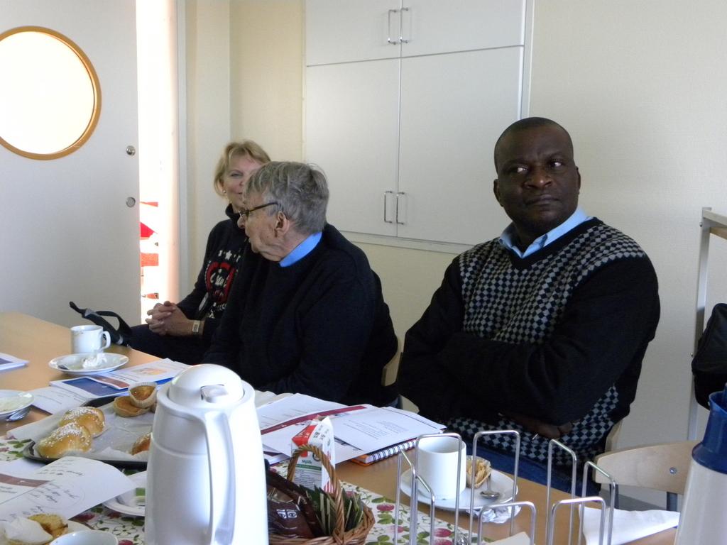 Dr Noren and Mr Musaka listen presentation of Southern Alvsborg Hospital