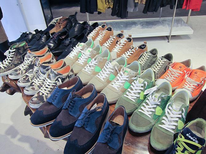 Spadser udi sommeren med et par nye sko...