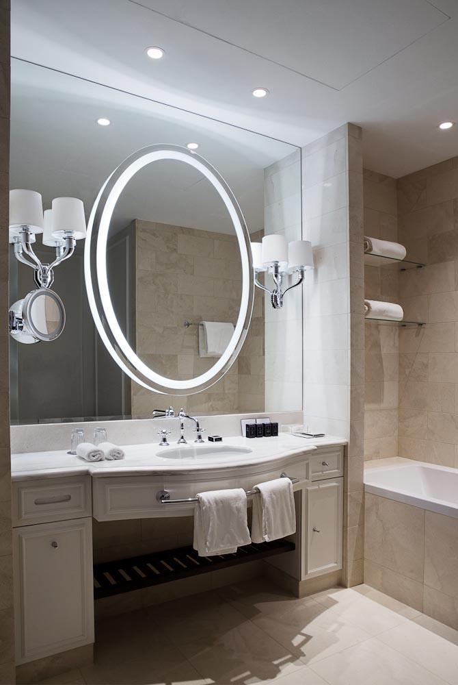 Et af de mindre badeværelser. I suiterne er det endnu større, men de fotos var ikke klar endnu.