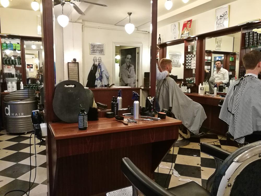 Det var her, jeg skulle sidde - barberingen fandt dog sted lige længere fremme til venstre