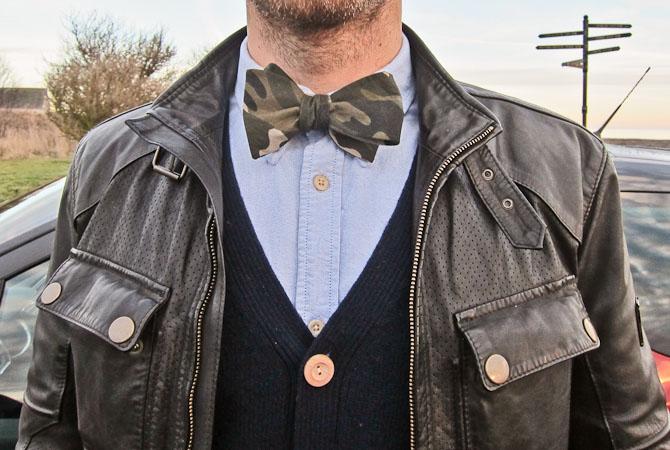 Voila - selvbinder (lidt skæv) a la S.T Valentin, Belstaff jakke, Suit cardigan og NN.07 skjorte