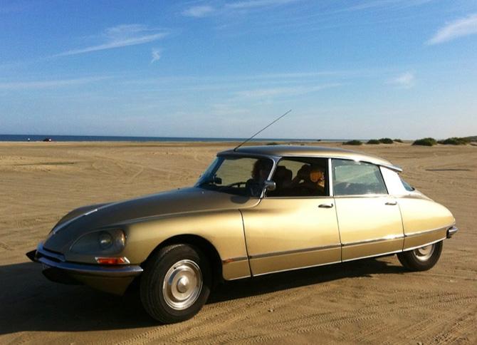 Smukhed med farvematch i sandet: Citroén DS 20 Pallas