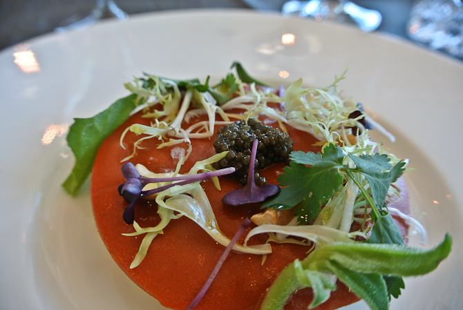 Kongekrabbe salat, pomelo og Beluga Caviar.... Og intet brød med kommen