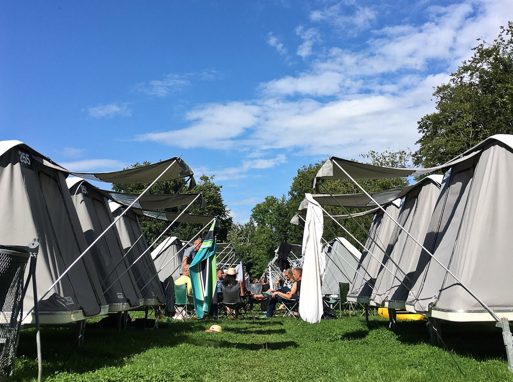 En lejr under en musikfestival i nærheden af Skanderborg