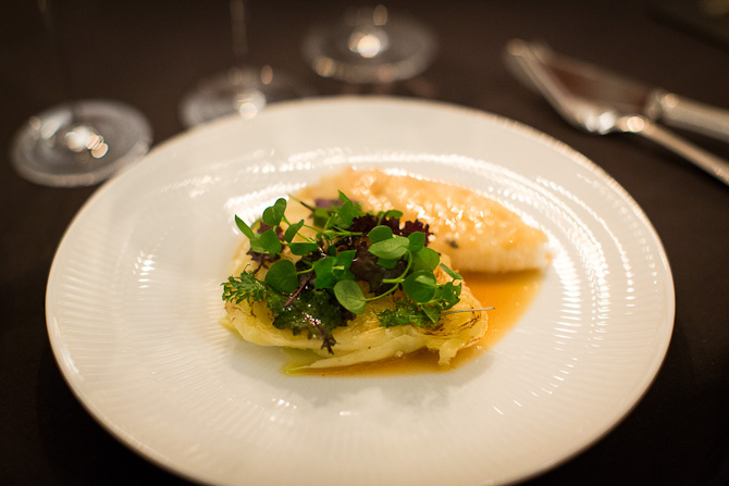 Pighvar med let grillet salat. Foto: Mads Damgaard