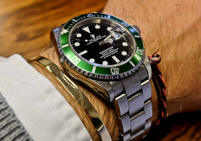 På mit håndled og i selskab med et ur af stål