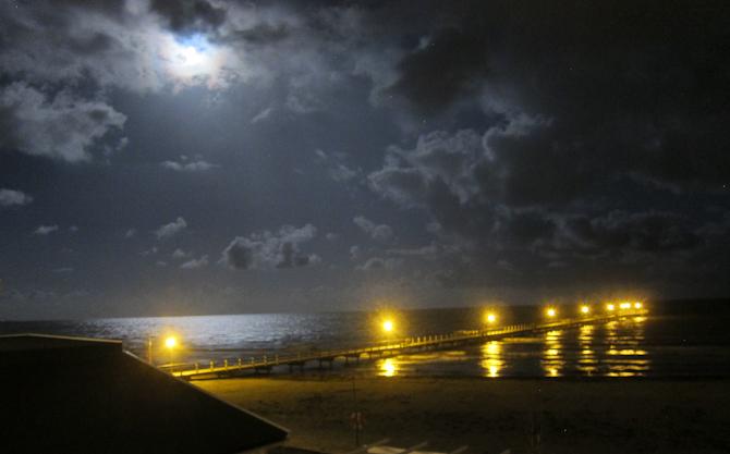 Badebro i måneskin