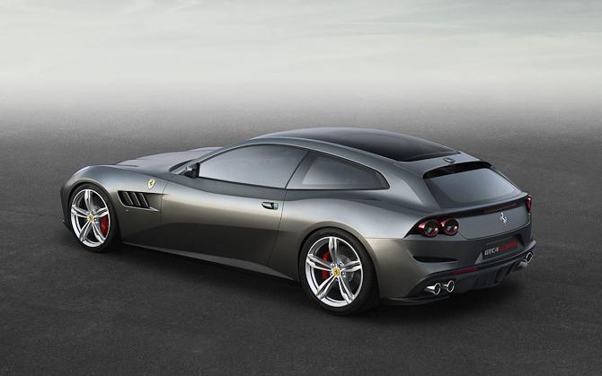 """Altså en rigtig Ferrari har KUN plads til to!"" Sysh-syyysh..."