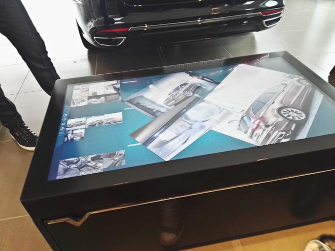 I stedet for at rumstere med brochurer, er det nu blevet elektronisk. Do look - and do touch...