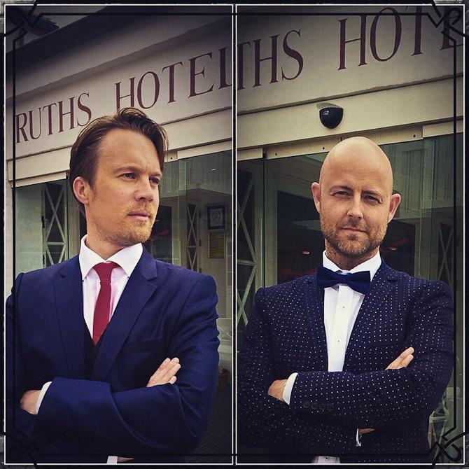 Det er disse to mænd, der skal underholde os i dagens levende indslag