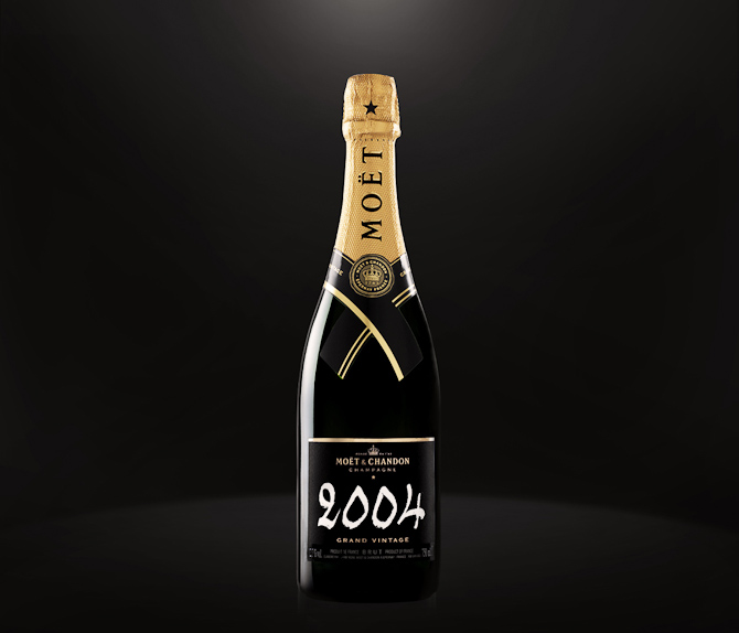 MoÃ«t fås også i helt store flasker og uden årgang. Det kan føre festligheder med sig, men det er en anden historie...