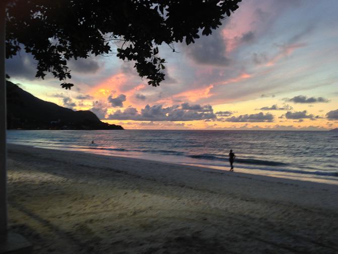 Solen går ned på Seychellerne. Billedet er taget på Beau Vallon beach.