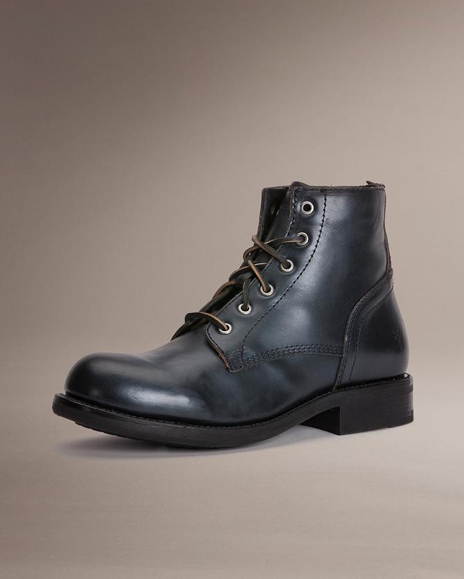Endnu et par støvler med en lang historie