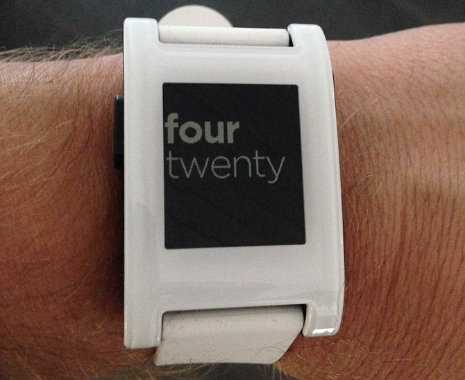 Jan Louis med et Pebble watch