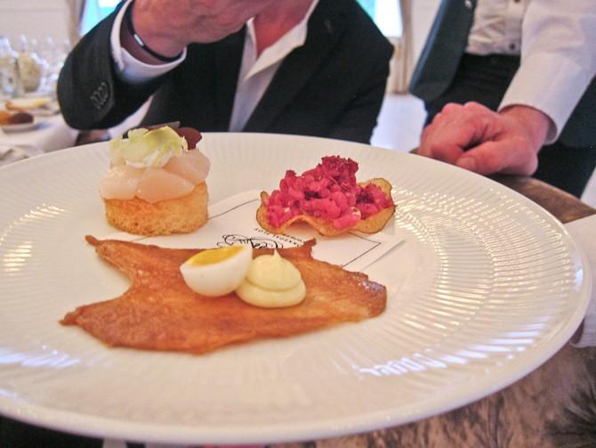 Menuen som snack-servering, og som serveres på terrassen