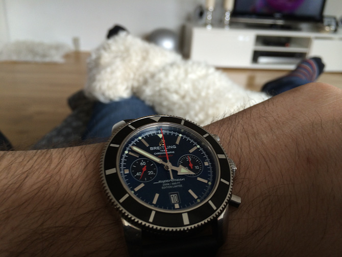 Kostas med Breitling Superocean Heritage Chronograph Limited Edition 125th Anniversary på armen.