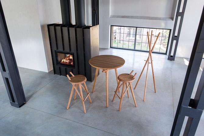 Barstole og tilhørende højt bord til enten møde eller spejder get-to-gether deluxe style.