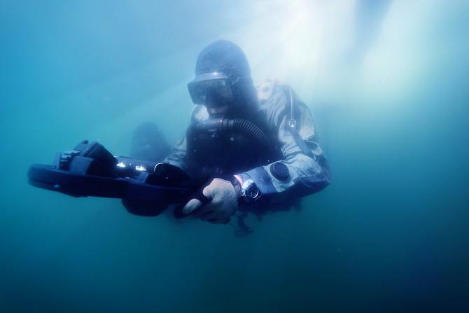 Under water - og cover. Foto: Casper Tybjerg