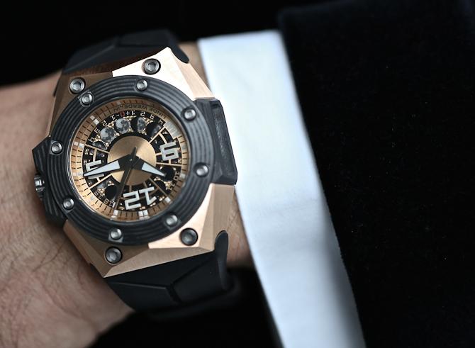 Så for den! Nu er det godt nyt til folk med hang til guld og lækre ure. Limiterede ure endda...