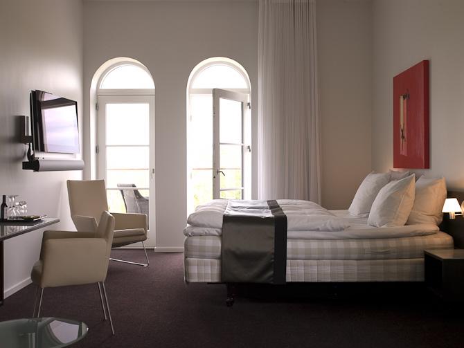 Mange værelser har egen balkon - og ikke mindst en ordentlig seng