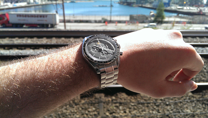 Mark Sinclair med sol & Speedmaster