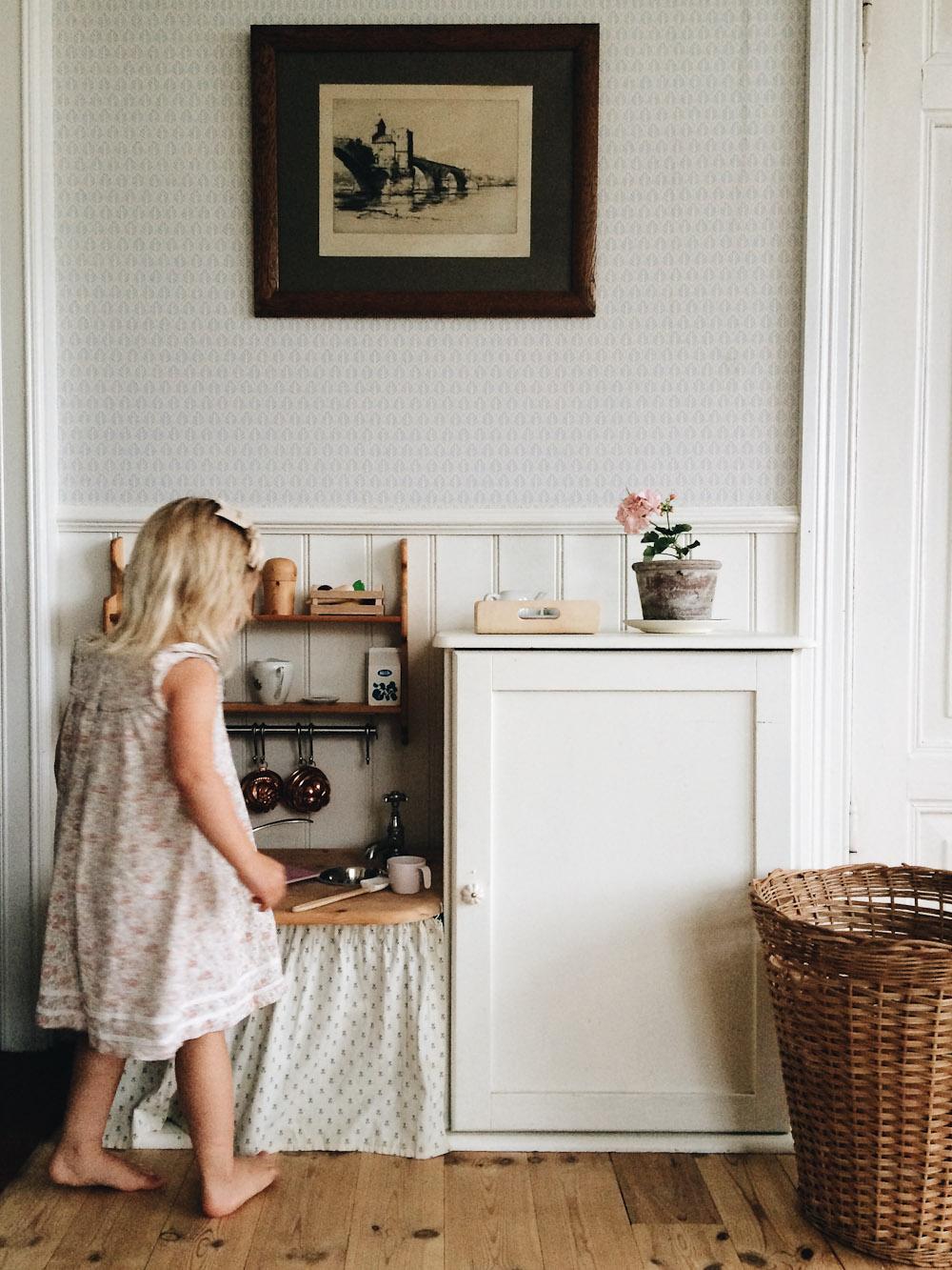 Hjemmebygget legekøkken. At lave gaverne selv, sparer rigtig mange penge