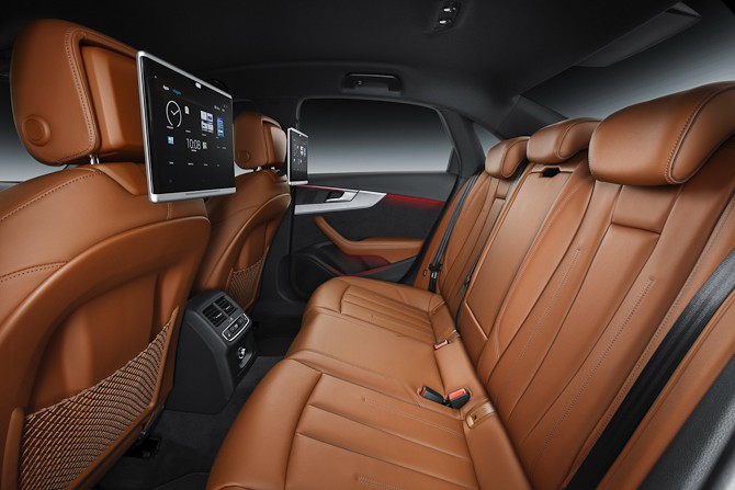 Audi bagsæde med flot læder og tablet