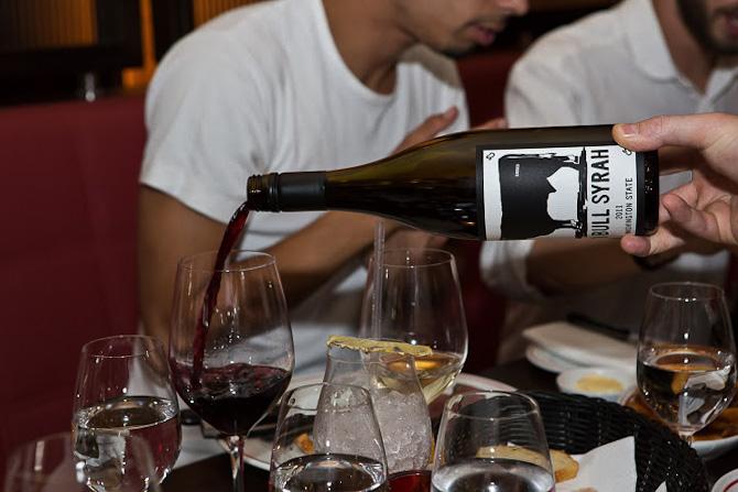 Vin er mere end druer, etikette og pris - det er også en faktor, der kan samle venner.
