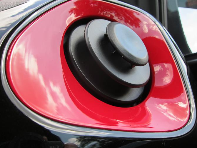 Rødt islæt ved ventilationsdysserne? Selvklart. Og du kan snildt skifte til en anden farve, hvis du lyster det.