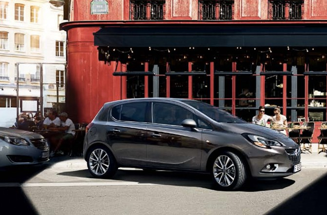 Jeg ville alle dage vælge en grå over en rød. Opel Corsa er dagens bil.