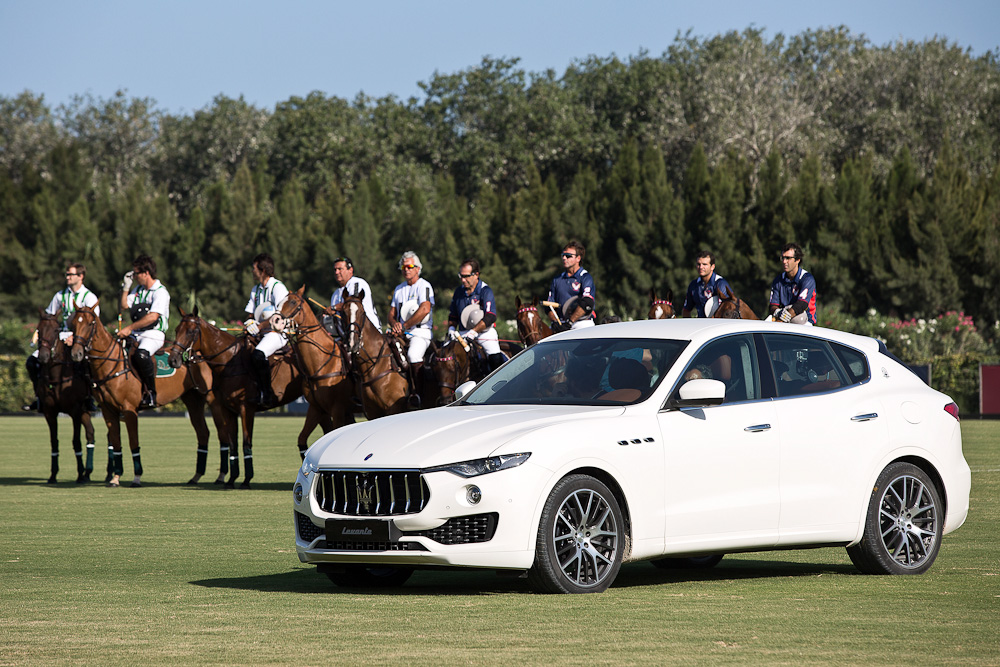 Her er vi i øvrigt i Stogrande i Spanien, SPAIN - AUGUST 11:  (L-R) The players of the team Lechuza Caracas and of Dubai Polo Team during the 45' Torneo Internacional de Polo Sotogrande on August 11, 2016 in Sotogrande, Spain.  Foto: Daniel Perez/Getty Images