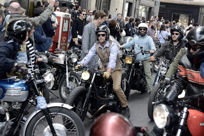 Virak og ramasjang i de parisiske gader