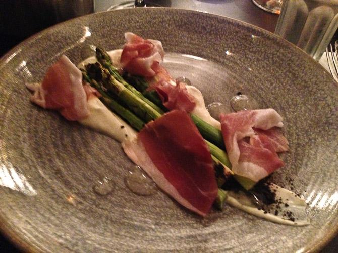 En omgang Skagen skinke og asparges. Nydt for nyligt. I øvrigt en forret.