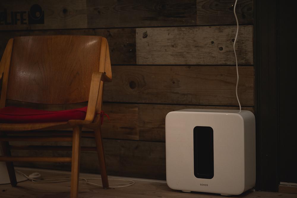 Sonos på gulvet - og i rummet.