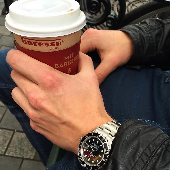 Stefan Hald med kaffe og Rolex