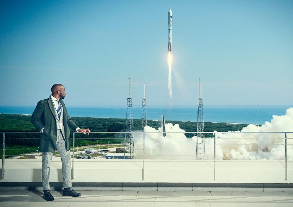 En raket på vej til København med elegant herretøj? Godt gættet!
