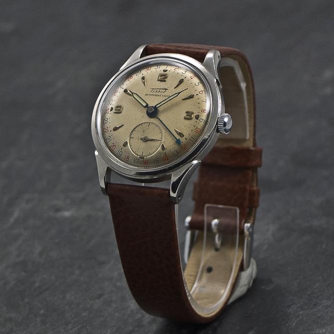 Tilsæt dit eget håndled, og du har dermed styr på både tiden og datoen. Husk selv at trække uret op. Det er drønhyggeligt