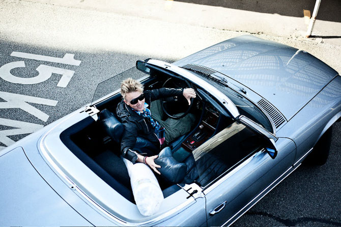 Dagens mand i blitz-sovs. Og i cabriolet. Ulrik Jantzen.