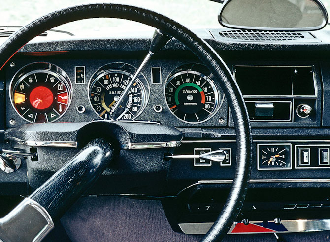 Ur og instrumentering i en DS'er fra cirka 1970